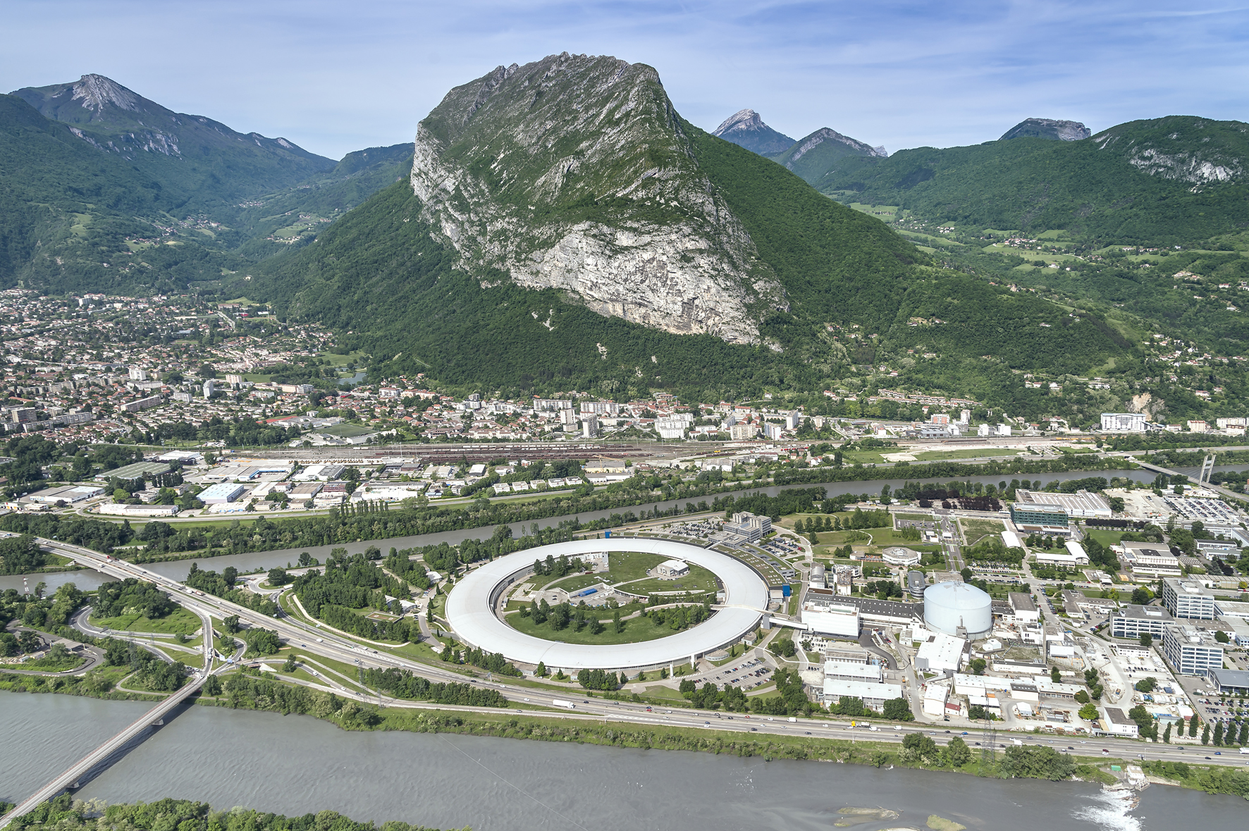 ESRF AERIAL VIEWS_MOREL_MAY 2015_LR_05.jpg (ESRF - THE EUROPEAN SYNCHROTRON...