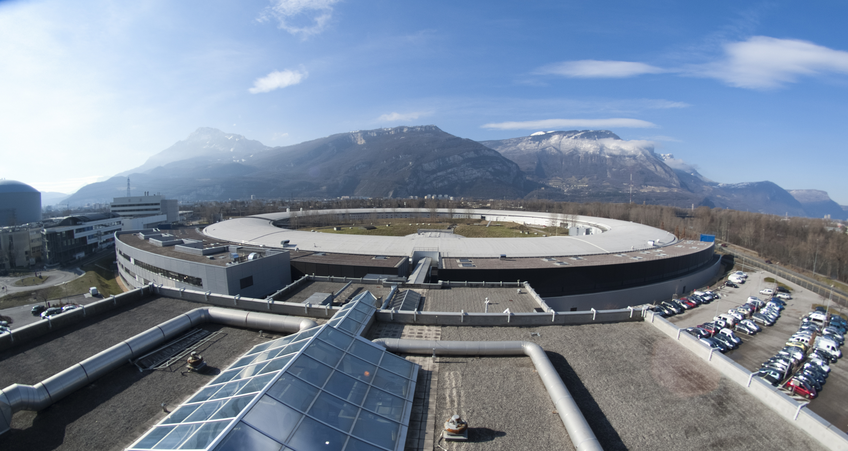 aerial4.jpg (ESRF view from the roof of the central building)